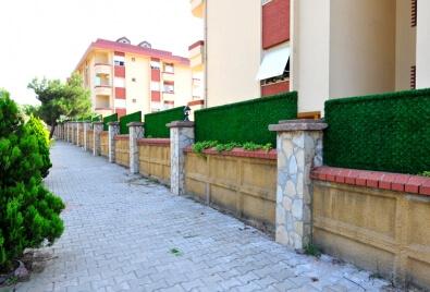 Aplicación revestimiento de pared  valle de césped